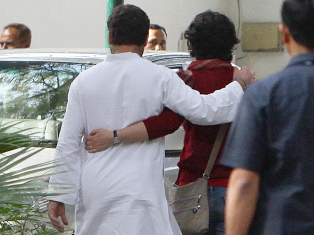 Rahul-Gandhi-leaves-with-his-sister-Priyanka-after-addressing-the-media-HT-Photo-Sunil-Saxena