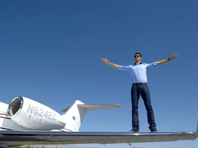 Novak-Djokovic-poses-with-the-Bombardier-Learjet-45-XR-at-the-Bermuda-Dunes-Airport-in-Bermuda-Dunes-California