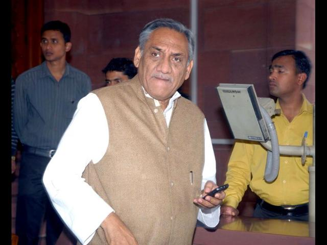 Congress-leader-Vijay-Bahuguna-seen-here-coming-out-of-Parliament-House-after-the-Presidential-address-to-the-joint-session-of-Parliament-on-the-first-day-of-Budget-session-in-New-Delhi-is-to-be-the-new-Uttarakhand-chief-minister