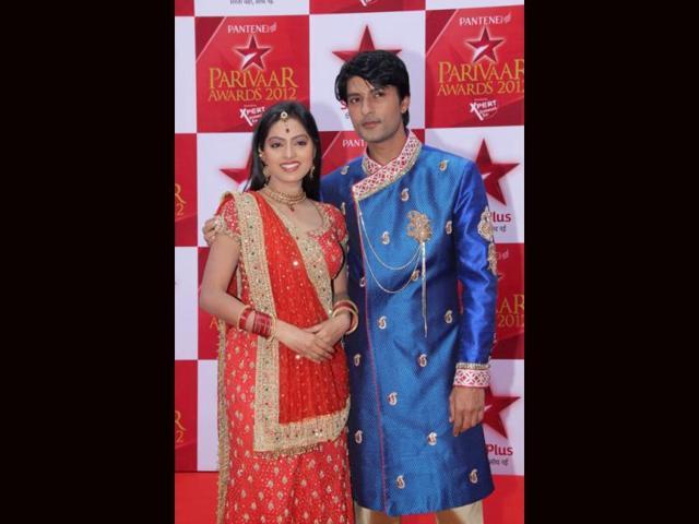 Sandhya-and-Sooraj-from-Diya-Aur-Baati-Hum-at-the-red-carpet-of-Star-Parivaar-Awards