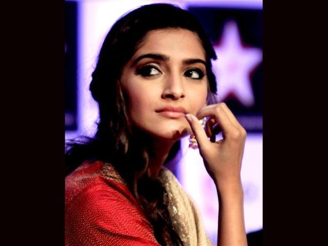 Sonam-Kapoor-looks-beautiful-in-the-close-up-shot