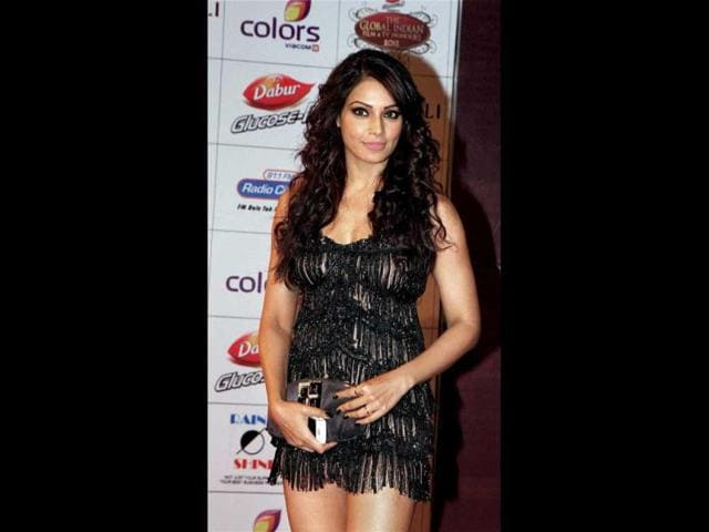 Bipasha-Basu-looks-hot-in-a-skimpy-black-dress-AFP-Photo
