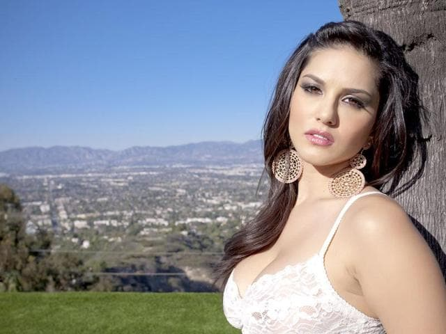 Sunny Leone is all set to start shooting for her debut Bollywood venture Jism 2 from April 1.