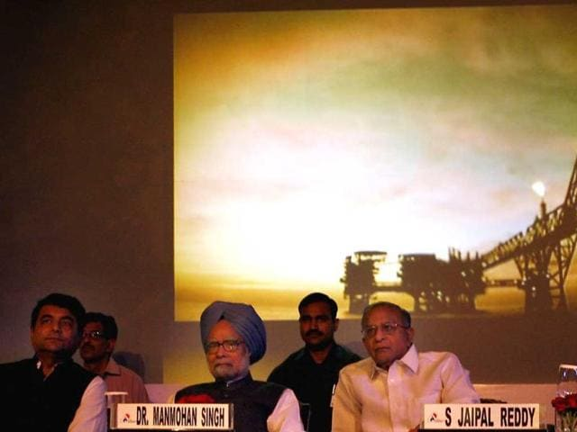 Prime-Minister-Manmohan-Singh-with-Union-petroleum-minister-S-Jaipal-Reddy-and-MoS-RPN-Singh-at-the-7th-Asia-Gas-Partnership-Summit-2012-in-New-Delhi-HT-Sushil-Kumar