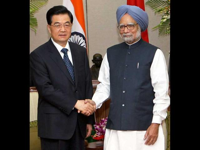 Prime-Minister-Manmohan-Singh-shakes-hands-with-Chinese-President-Hu-Jintao-during-a-meeting-in-New-Delhi-PTI-Photo-by-Manvender-Vashist