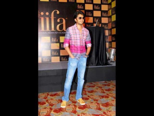 Riteish-Deshmukh-in-a-brightly-coloured-avatar
