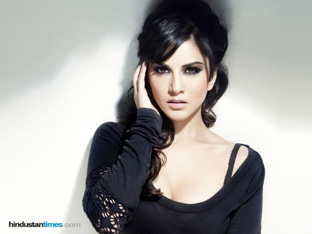 Sunny Leone, Sandhya lock lips for Ragini MMS 2