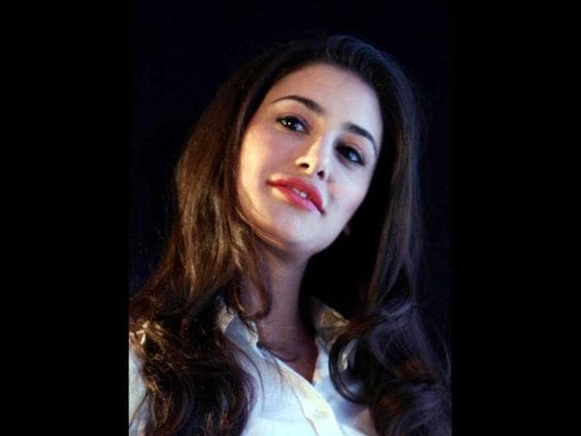 Actress-Nargis-Fakhri-poses-at-the-launch-of-HCL-Infosystems-U1-Tablets-PTI