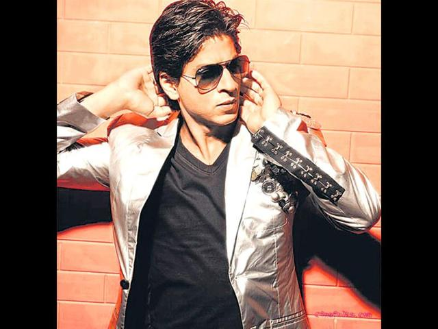 Shah-Rukh-Khan-confessed-on-the-Koffee-With-Karan-that-he-didn-t-know-how-to-make-friends-and-keep-them-and-that-he-couldn-t-always-tell-people-that-he-loved-them