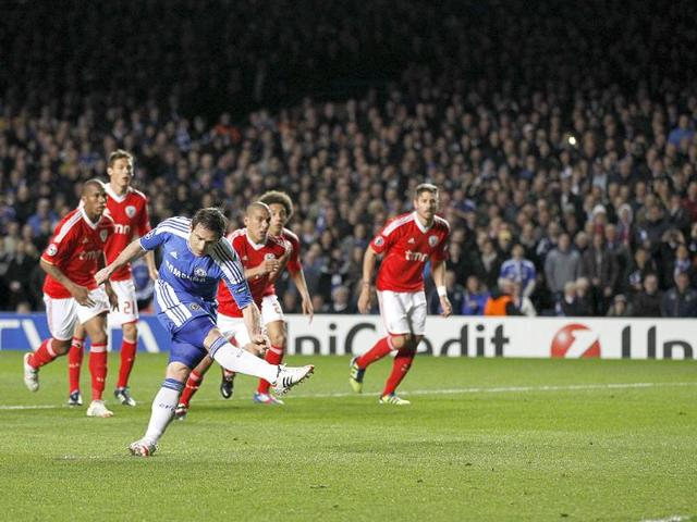 Chelsea-s-Frank-Lampard-C-scores-a-penalty-against-Benfica-during-their-UEFA-Champions-League-quarterfinal-football-match-at-Stamford-Bridge-West-London-in-England-AFP-Photo-Ian-Kington