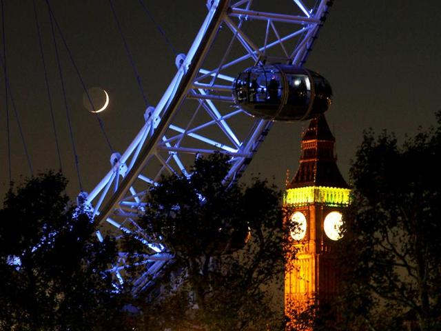 A-pod-from-the-London-Eye-is-seen-in-front-of-Big-Ben-at-the-Houses-of-Parliament-in-London-Reuters-Chris-Helgren-Files