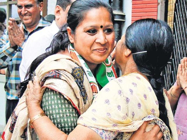 Kavita-Malhotra-Congress-candidate-from-Lajpat-Nagar-interacts-with-voters-in-her-area-She-has-studied-up-to-higher-secondary-level