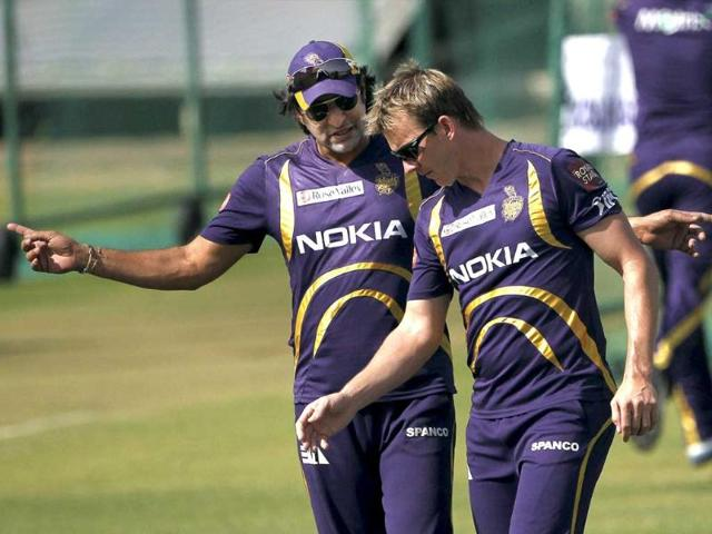 Kolkata-Knight-Riders-bowler-Brett-Lee-and-bowling-coach-Wasim-Akram-during-a-practice-session-a-day-before-their-IPL-5-match-against-Rajasthan-Royals-in-Jaipur-PTI-Photo-Aman-Sharma