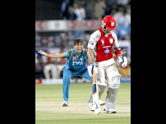 Pune-warriors-bower-Ashish-Nehra-appeals-for--a-wicket-during-match-between-Pune-Warrior-India-vs-Kings-XI-Punjab-at-Subrata-Roy-Sahara-Stadium-Pune-HT-Photo-Sattish-Bate