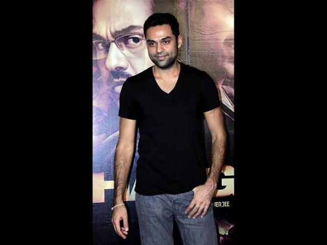Abhay-Deol-and-his-girlfriend-Preeti-Desai-seem-quite-at-home-at-the-party