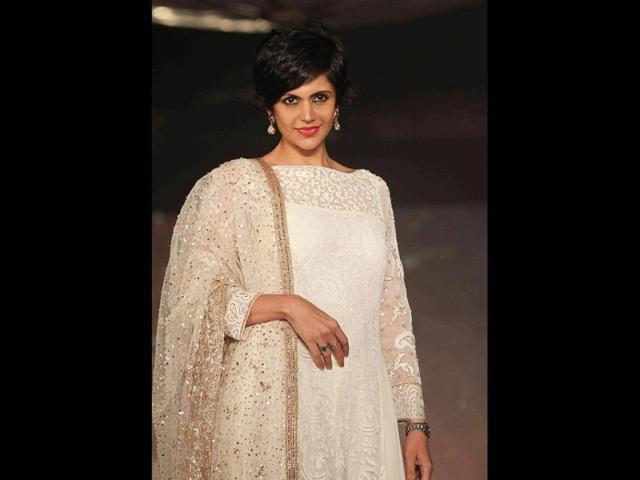 Mandira-Bedi-looks-elegant-in-a-white-salwar-kameez