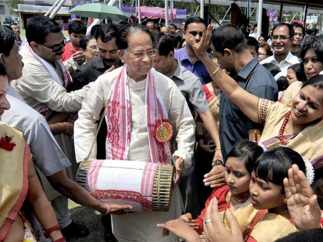 Assam-chief-minister-Tarun-Gogoi-C-beats-a-drum-during-traditional-Assamese-Bihu-festival-celebrations-in-Guwahati-PTI-Photo