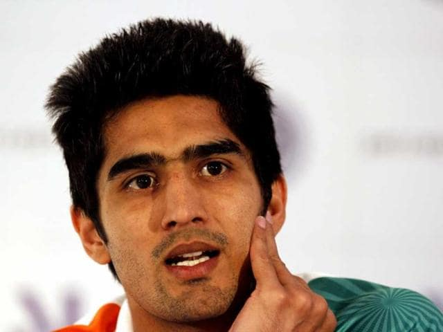 Boxer-Vijender-Singh-talks-during-a-felicitation-ceremony-organised-by-IABF-in-New-Delhi-HT-Photo-Virendra-Singh-Gosain
