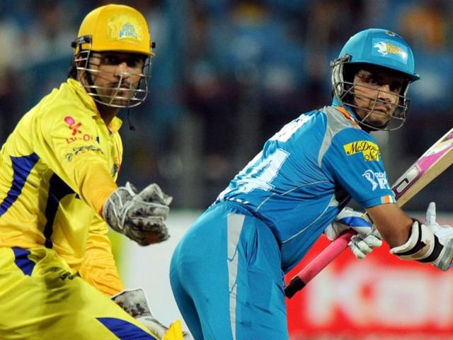 Chennai-Super-Kings-captain-Mahendra-Singh-Dhoni-L-reacts-as-his-counterpart-Pune-Warriors-India-captain-Sourav-Ganguly-looks-back-after-playing-a-shot-during-the-IPL-Twenty20-cricket-match-at-the-Subrata-Roy-Sahara-Stadium-in-Pune-AFP-Indranil-Mukherjee