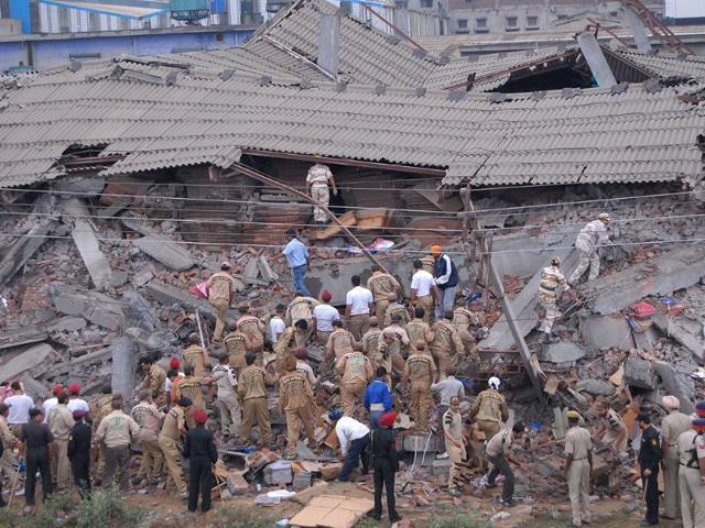 building collapse,Azad Maidan Market locality,delhi building collapse