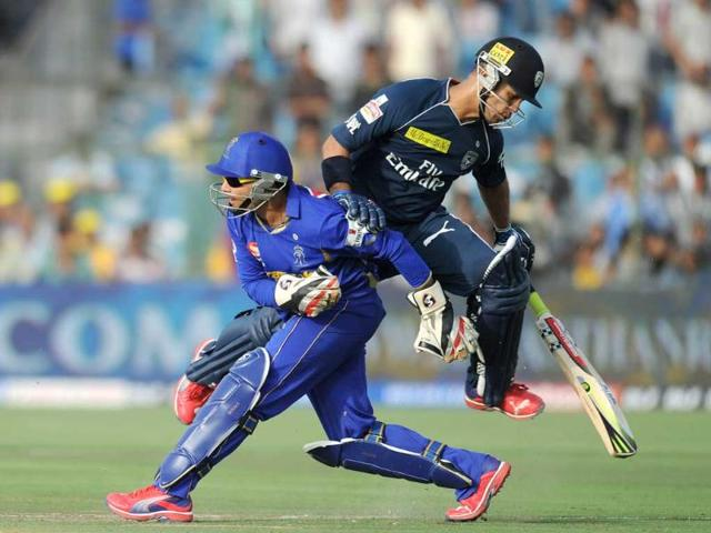 Deccan-Chargers-batsman-JP-Duminy-R-collides-with-Rajasthan-Royals-wicketkeeper-Dishant-Yagnik-during-the-IPL-Twenty20-cricket-match-at-the-Sawai-Mansingh-Stadium-in-Jaipur-AFP-Sajjad-Hussain