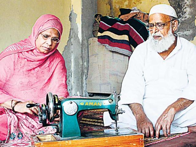 Abdur-Rehman-and-Sakeena-Begum-with-their-election-symbol-at-their-residence-in-Batla-House-Sunil-Saxena-HT-Photo