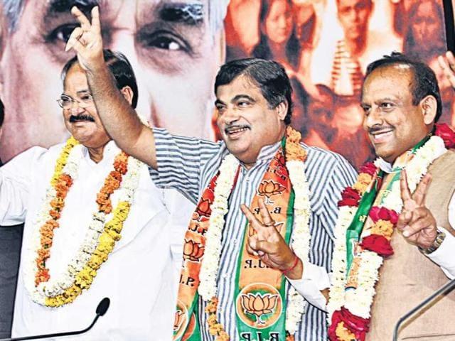 From-left-BJP-s-Venkaiah-Naidu-Nitin-Gadkari-Vijender-Gupta-and-Vijay-Goel-flash-the-victory-sign-Arvind-Yadav-HT-Photo