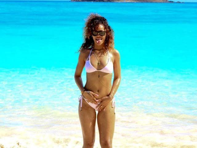 Rihanna,Twitter,raunchy