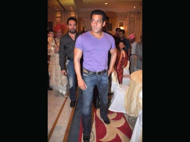 SNEAK PEEK: Salman's dance song in Preity's Ishkq in Paris
