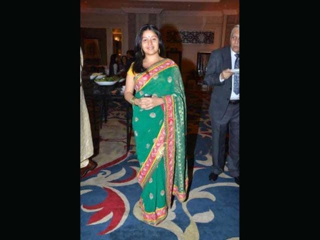 Singer-Sunidhi-Chauhan-clad-in-a-saree