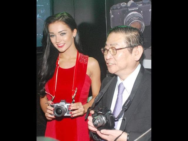 Amy Jackson poses with Toshio Murai, MD, Olympus Imaging India.