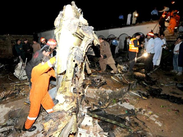 Pakistani-rescue-workers-and-local-residents-search-the-site-of-a-plane-crash-in-Rawalpindi-AFP-Photo-Aamir-Qureshi