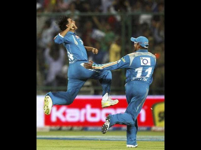 Pune-Warriors-Sourav-Ganguly-celebrates-the-dismissal-of-Delhi-Daredevils-Kevin-Pietersen-during-their-IPL-5-match-in-New-Delhi-PTI-Photo-Aman-Sharma