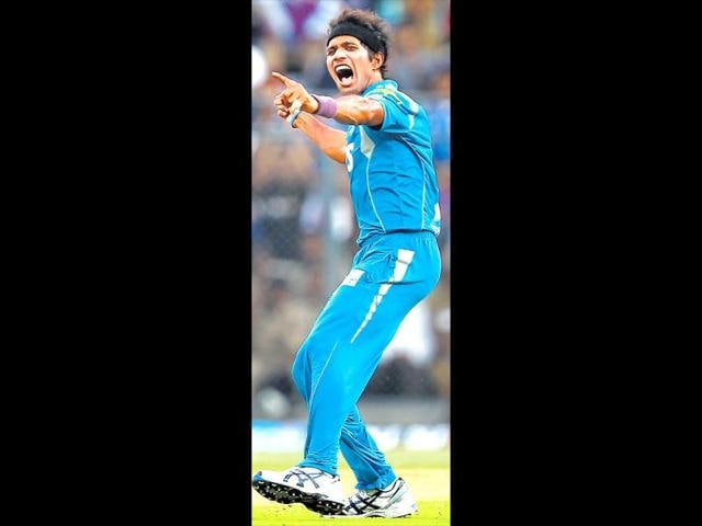 Pune-Warriors-bowler-Ashok-Dinda-celebrates-the-wicket-of-T-Dilshan-of-Royal-Challengers-Bangalore-during-an-IPL-5-match-in-Bengaluru-PTI-Shailendra-Bhojak