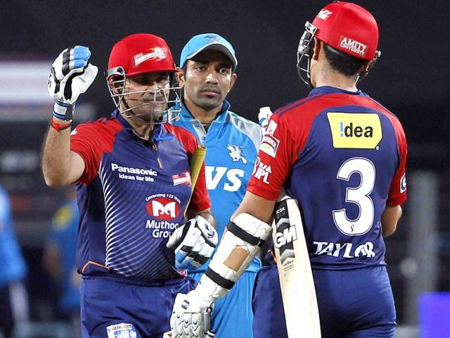 Delhi-Daredavils-batsman-Sehwag-celebrates-their-win-with-Taylor-during-the-match-between-Pune-Warriors-and-Delhi-Daredavils-at-Subrata-Roy-Sahara-Stadium-in-Pune-HT-Photo-Santosh-Harhare