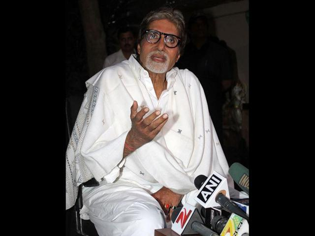 While-shooting-Coolie-in-Bangalore-Bachchan-suffered-a-near-fatal-intestinal-injury-during-a-fight-scene-with-co-actor-Puneet-Issar