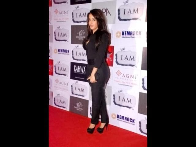 Raima-Sen-looks-fuller-than-before-in-a-black-outfit