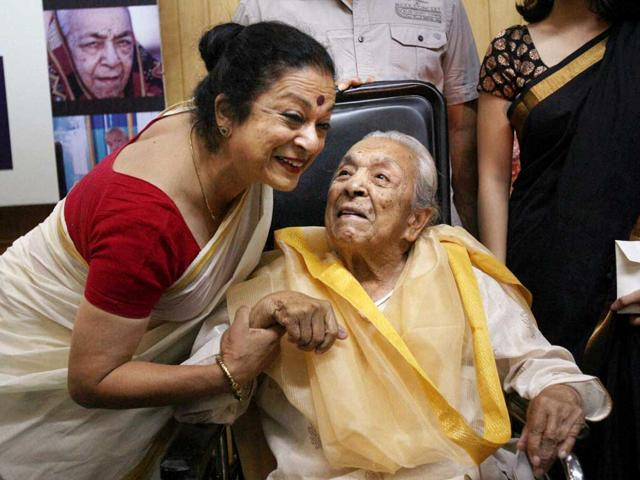File photo: Veteran actress Zohra Sehgal with daughter Kiran Segal during a function on her 100th birthday in New Delhi. (PTI Photo/Subhav Shukla)