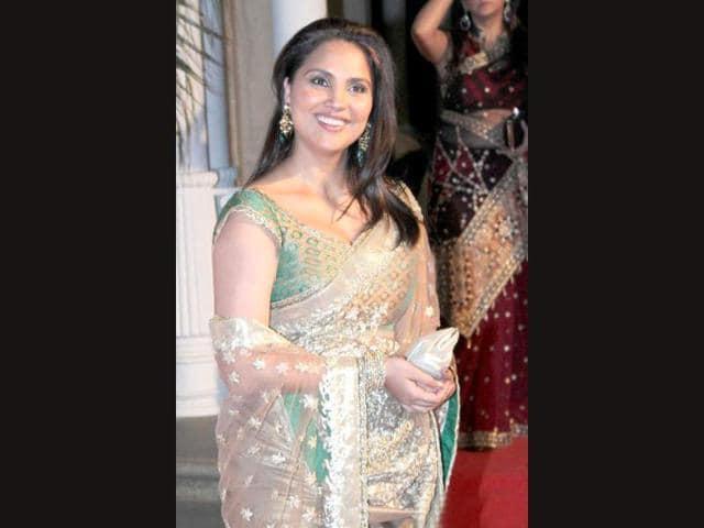 Lara Dutta,pregnant,daily exercises