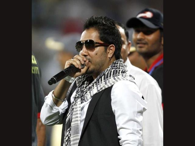 Singer-Mika-Singh-s-song-Ishq-Ki-Maa-Ki-from-director-Amit-Kasaria-s-debut-film-I-Don-t-Love-You-was-leaked-in-July-The-song-became-quite-a-rage-in-Uttar-Pradesh