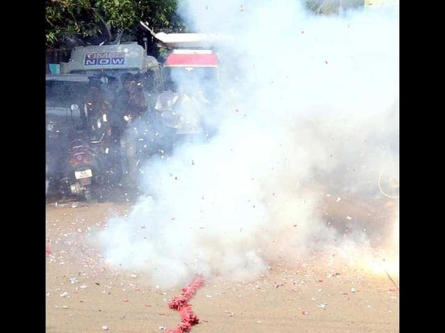 crackers explosion in Olukacheri
