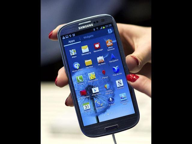 Samsung Galaxy S-III smartphone,J K Shin,iPhone