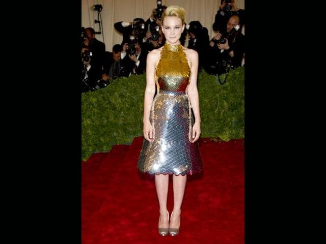 Carey-Mulligan-looks-like-a-Little-Mermaid-only-a-more-bling-one
