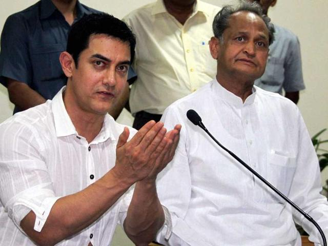 Actor-Aamir-Khan-with-Rajasthan-chief-minister-Ashok-Ghelot-addresses-the-media-in-connection-with-his-plea-for-speedy-trial-of-female-foeticide-cases-in-Jaipur-PTI-photo