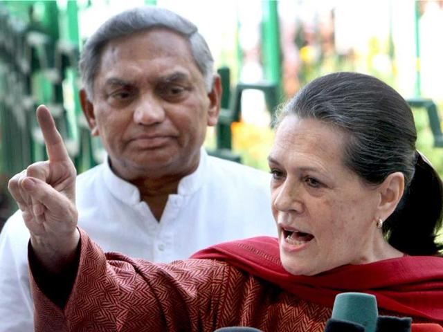 File-Congress-President-Sonia-Gandhi-addresses-the-media-in-New-Delhi-Gandhi-sent-a-strong-message-to-her-partymen-that-they-must-shed-all-manner-of-factional-behaviour-in-the-wake-of-the-electoral-setback-and-impending-assembly-elections-in-some-states-PTI-Subhav-Shukla