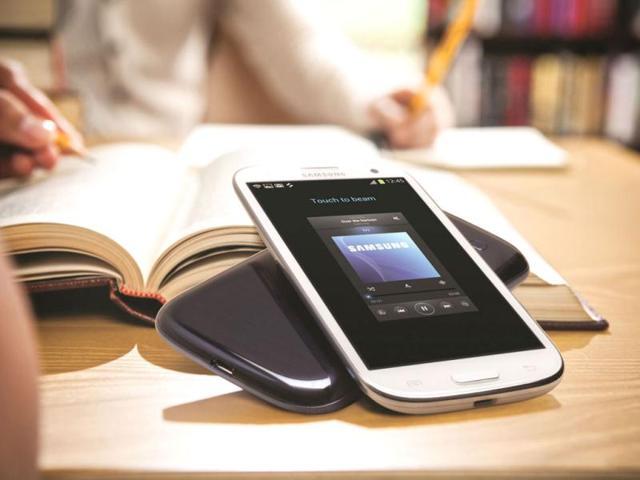 Galaxy,iPhone,apple