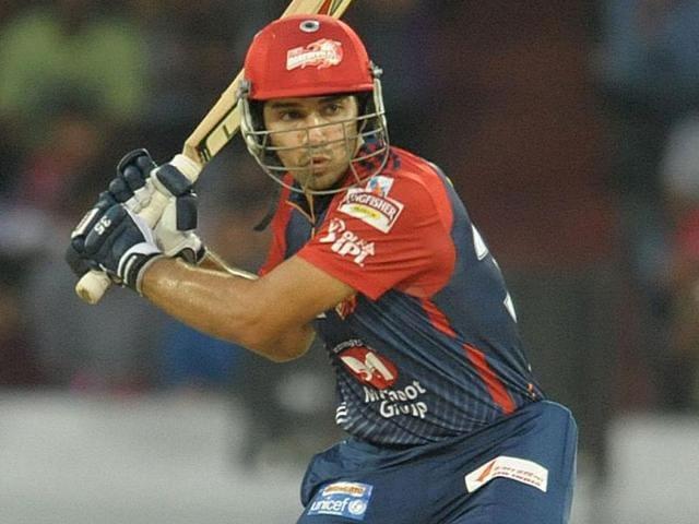 Delhi-Daredevils-batsman-Naman-Ojha-plays-a-shot-during-the-IPL-Twenty20-cricket-match-between-the--Deccan-Chargers-and-Delhi-Daredevils-in-Hyderabad-AFP-Photo-Noah-Seelam