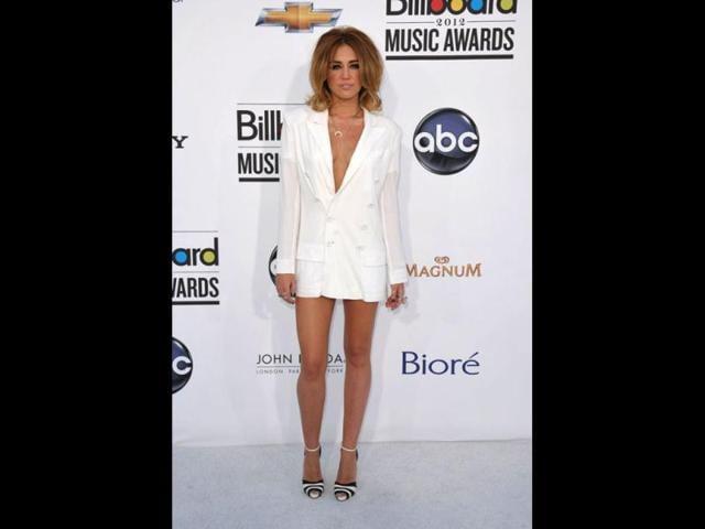 Miley Cyrus,singer,drinking