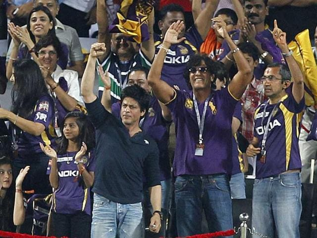 Shah-Rukh-Khan-cheer-the-Team-during-the-first-Qualifier-between-Delhi-Daredevils-and-Kolkata-Knight-Riders-at-Subrata-Roy-Sahara-Stadium-in-Pune-HT-Vijayanand-Gupta