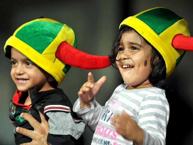 Toddlers-share-a-light-moment-during-the-IPL-Twenty20-cricket-Eliminator-match-between-Chennai-Super-Kings-and-Mumbai-Indians-at-the-M-Chinnaswamy-Stadium-in-Bangalore-AFP-Photo-Manjunath-Kiran